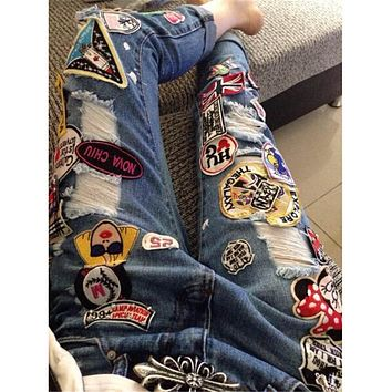 2017 New Style Fashion Brand Design Cartoon Patches Applique Jeans Woman Ripped Jeans For Women Denim Ninth Pants Jeans Femme