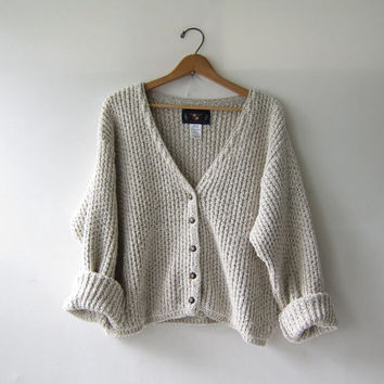 vintage slouchy sweater. speckled cream & oatmeal cardigan sweater. chunky cropped cardigan.