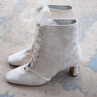 vintage 80s Ankle Boots - White Floral Brocade Tapestry Boots - Victorian Wedding Bridal Boots Sz 8.5