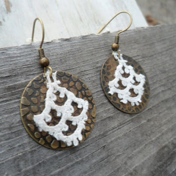 Vintage Ivory Lace Earrings, Anthropologie Style Earrings,  Circle Dangle Earrings, Shabby Chic Brass Earrings, Boho Earrings