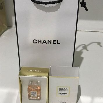 VONW3Q Chanel Coco Mademoiselle EDP 1.5ml Boxed with Chanel Gift Bag