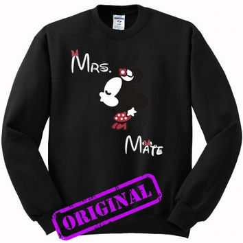 3 Minnie Kissing Mickey + Mrs + Mate for women for sweater black, sweatshirt black unisex adult