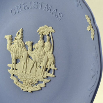 Christmas Plate - Wedgwood Blue & White Jasperware - 1992 We Three Kings  - Holly Leaf and Bell Border