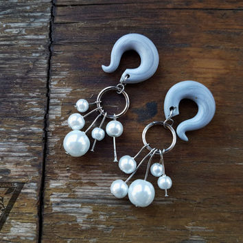 White pearl dangling ear hanger,spiral hook gauges,size 4,5,6,8,10,12,14,16,18,20 mm,6g,4g,2g,0g,00g,3/16,1/4,1/2,5/16,9/16,5/8,3/4,7/8""