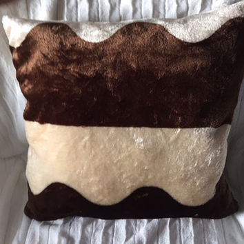 Chenille Faux Fur Wave Cream Brown Throw Pillow