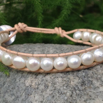 BraceletsForMe Single Wrap Bracelet with Beige Natural Leather and Freshwater Pearls