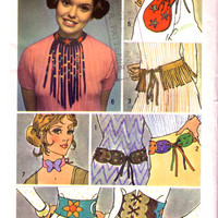 SALE - 1970s Pattern for fringed Chokers, Bags, Belts / Simplicity 9386 / Vintage Sewing Pattern for Boho Accessories