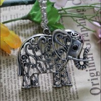 Wholesale Retro Lovely Elephant Hollow Out Necklace Sliver