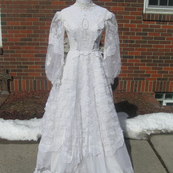 Vintage 1970s Lace Edwardian Style Wedding Dress (Extra Small)