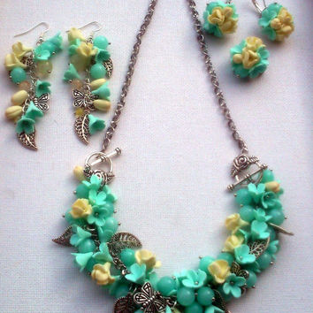 Mint and vanilla jewelry- Pastel jewelry - Spring jewelry set  - Necklace turns into a bracelet, 2 pairs of earrings, brooch