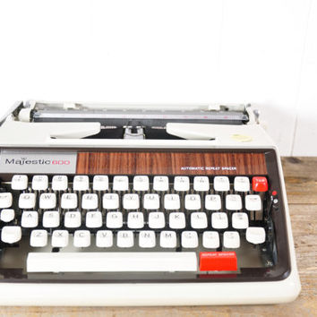 Vintage Majestic 600 Manual Portable Typewriter // Working