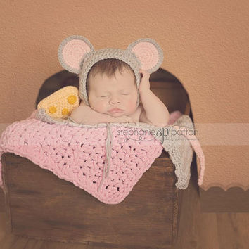 Mouse Bonnet with tail and cheese - baby Hat - Baby animal hat - newborn photo prop - crochet baby outfit - character hat - Mouse Ears