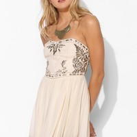 Kimchi Blue Thumbelina Strapless Dress - Urban Outfitters