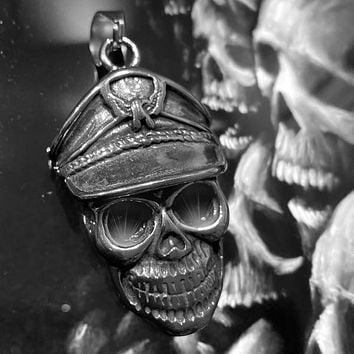 'I'd Rather Die a Soldier Than a Coward' Black Eyes Skull Pendant (c105)