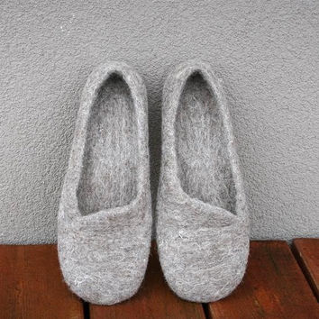 Women house shoes, felted slippers, Eco, handmade, made to order