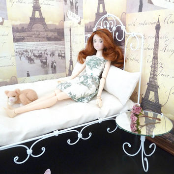 1/6 scale Nightstand Mirror Table for dolls(Blythe, Barbie, Bratz, Momoko).  French style