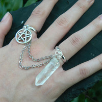 quartz and petagram chained double ring pentagram natural quartz point slave ring in fantasy boho Wicca wiccan witch magic hipster style