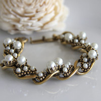 Vintage Designer Bracelet. Gold Tone with Pearls in Various Sizes - Signed Florenza  - Link Bracelet