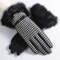 Pair of Stylish Small Bow and Faux Fur Design Houndstooth Winter Gloves For Women