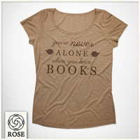T-shirt Woman (Daisy Melange) - Booklovers - you're never alone when you have books