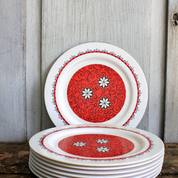 8 mid century ONEIDA  DELUXE melamine dinner plates // melmac // red and white daisies