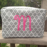 Personalized quatrefoil cosmetic bag : monogrammed makeup bag