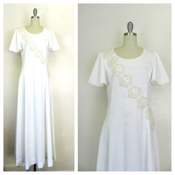 Vintage 1960s White/Cream Embroidered Beaded Dress