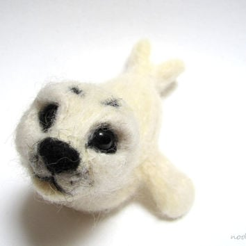 Baby seal sculpture, white seal, cute figurine, needle felted, marine creature, sea animal, wool sculptures, artist made, hand felted