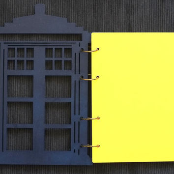 Tardis (dr. Who) wooden notebook / travelbook / sketchbook on split rings A5