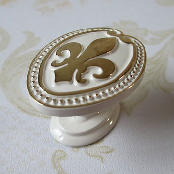 Dresser Knobs White Gold / Drawer Knobs Pulls Handles Fleur De Lis / Cabinet Door Knobs Pull Handle / French Country Home Hardware D27