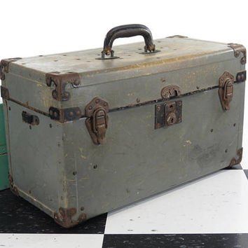 Vintage Utility Case . Hard Vulcanized Fibre . Old Camera Survey Spotter Toolbox . Circa 1930s 1940s . Gray