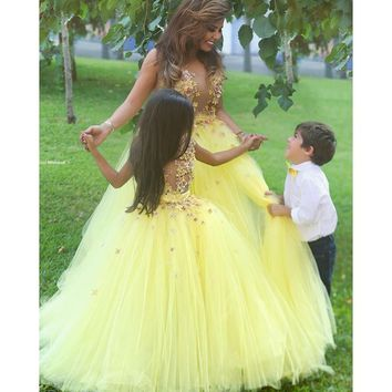 Sexy Ball Gown See Though Yellow Flower Girl Dresses V Neck Long Girls Pageant Dress Floral Appliques Little Girl Prom Dress FH6
