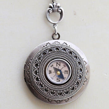 Locket,COMPASS locket,Jewelry,Pendant Necklace,Silver Locket,Antique Style,Jewelry Gift,Locket Necklace,Wedding Necklace