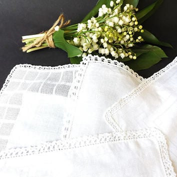 4 Bridesmaids Hankies, Maid of Honor Lace Handkerchief, Bridal Gift Favors, White Wedding Accessory Keepsake, Mothers of the Bride