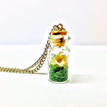 Flower Terrarium Necklace, Floral Pendant, Terrarium Jewelry, Small Glass Bottle, Preserved Moss, Dried Flowers, Boho Jewelry, Woodland