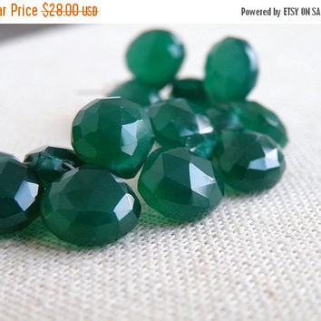 SALE 31% Off Green Onyx Gemstone Briolette Faceted Heart Emerald Green 9 to 9.5mm 1/2 Strand 19 beads