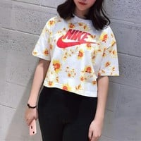 nike floral print cropped top tee t shirt-1