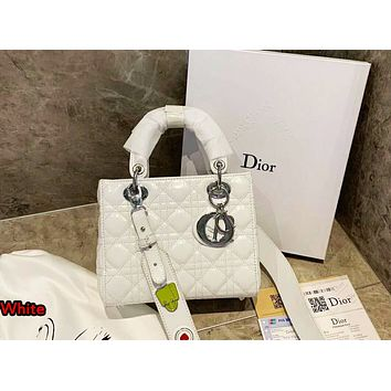 Dior 2019 new women's fashion wild chain shoulder messenger bag white