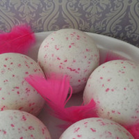 All That Glitters Bath Bomb - Pink Sugar and Pearberry. Huge 8 to 9 oz.
