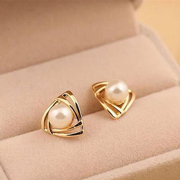 2017 Rushed Zinc Alloy Women Trendy Er133 Hot Fashion Simulated Pearl Earrings Geometric Triangle Stud For Woman Jewelry