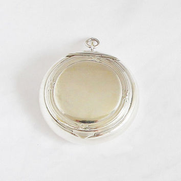 Vintage French Locket / Pill Box Medaillon / Powder Compact Pendant