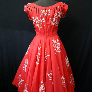 Beautiful 1950's  Silk New Look Dress red with white floral print gorgeous neckline vlv spring rockabilly pin up girl - size Small