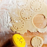 Custom Cookie Stamp : Add personalised stamps to your baking.