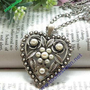 Pretty retro silver heart flowers necklace by toofashion2010