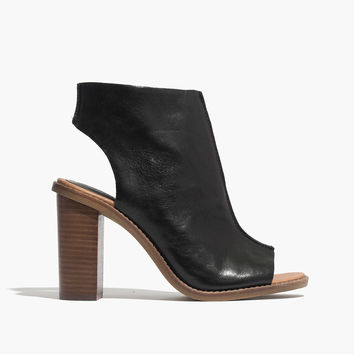 The Nealy Sandal in Black Leather