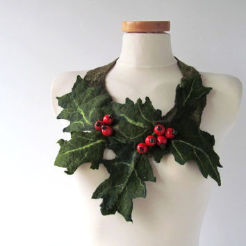 Felted  necklace  Holly leaf and Red berry, Green red Christmas jewelry, Holiday necklace, Fiber jewelry, Holiday
