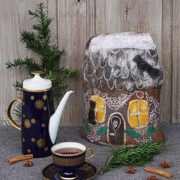 Felted tea cozy, gingerbread house teapot cosy, tea warmer, Chistmas table decoration, gift for tea lovers, rustic home decor. OOAK