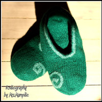 Felted Slippers -  Size US women 10/12.5 EU41/44, green, 100% virgin wool, knitted and felted