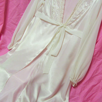 Lace Satin and Chiffon White Long Robe Bridal Honeymoon Resort Cruise Wear Sexy Sleepwear Size Medium Ivy & Annabelle