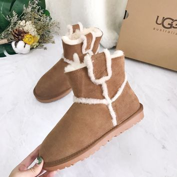 UGG WOMEN'S SHARE THIS PRODUCT CLASSIC SHORT SPILL SEAM BOOT
